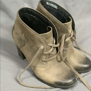 Clarks artisan grey leather ankle boots size 7.5